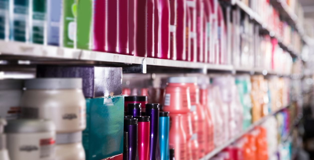 Etichette dei cosmetici: quali informazioni devono esserci sempre?
