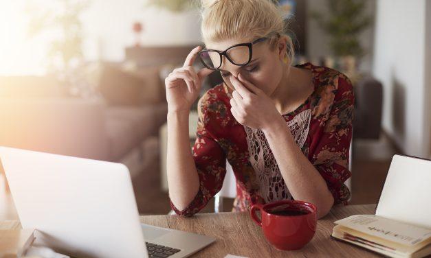 Stress, peso e schiena: tutti i rischi dello smart working (gestito male)